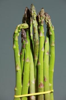 green-asparagus-1331460_1920