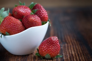 strawberries-1330459_1920
